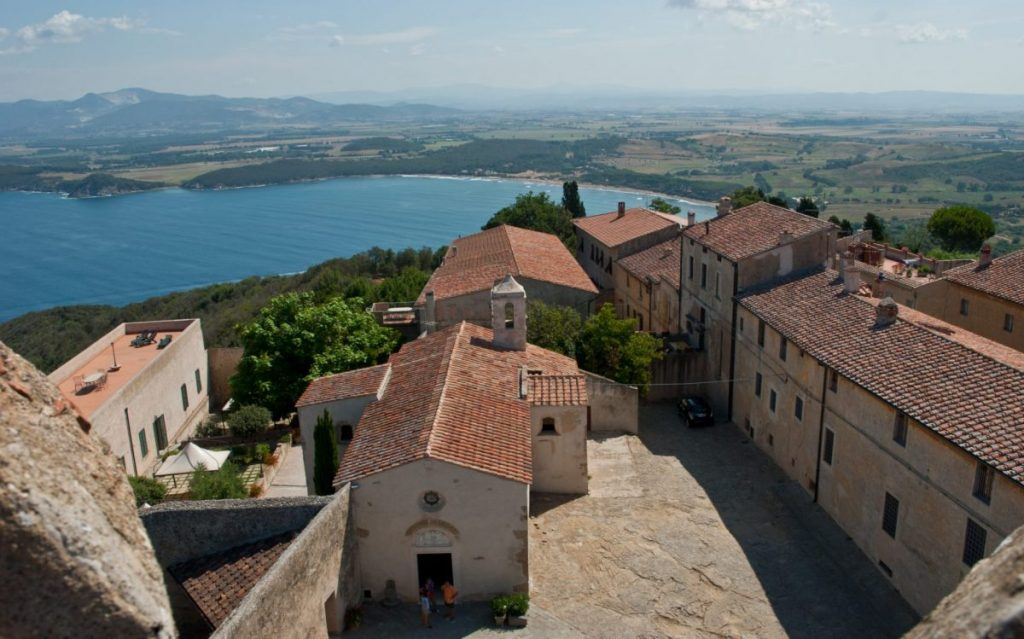 populonia_with_gulf_of_baratti-e1471544287805